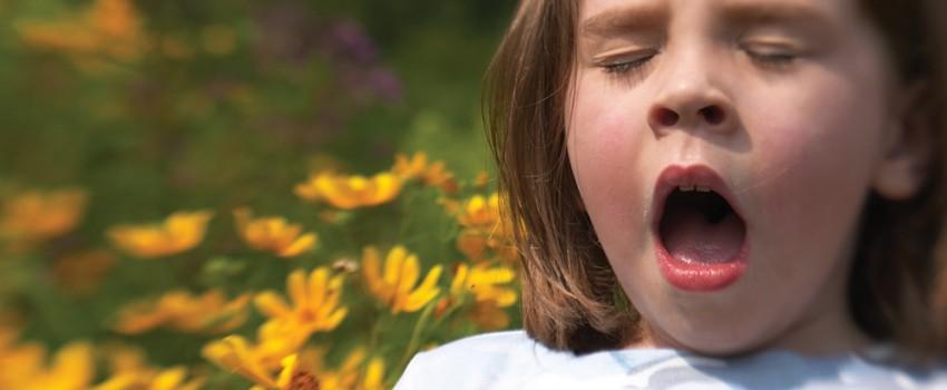 estornudo niña