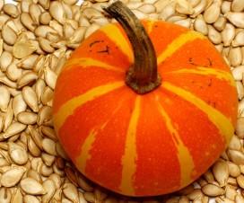 semillas de calabaza en fondo de