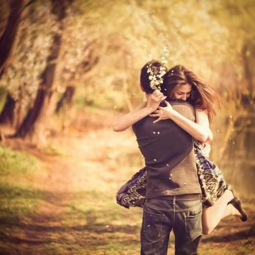 abrazo pareja